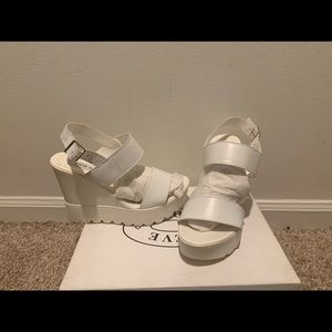 Steve Madden Chaarm white leather